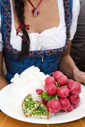 Plate of radishes and bread & chives (Oktoberfest, Munich)