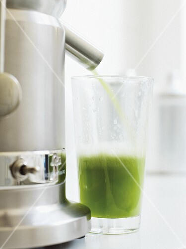 Green Cooler (cucumber and apple drink) with juicer