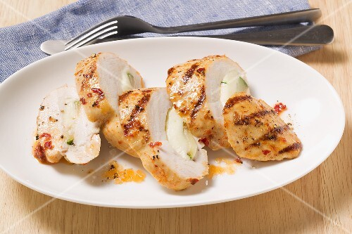 Chicken breast with mozzarella and courgettes, sliced
