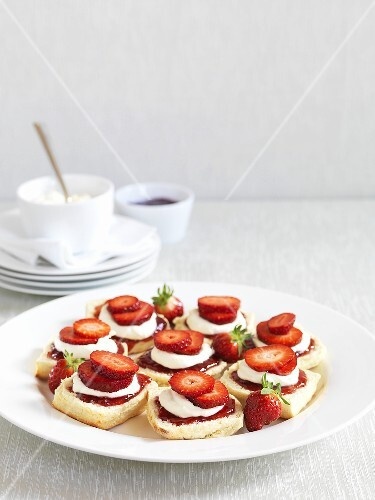 Scones with clotted cream, strawberry jam & fresh strawberries