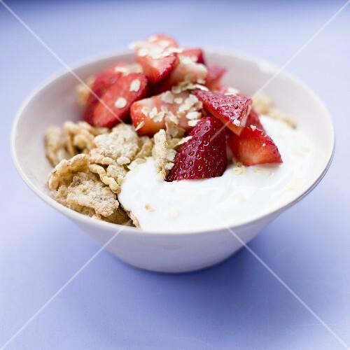 Muesli with yoghurt and fresh strawberries