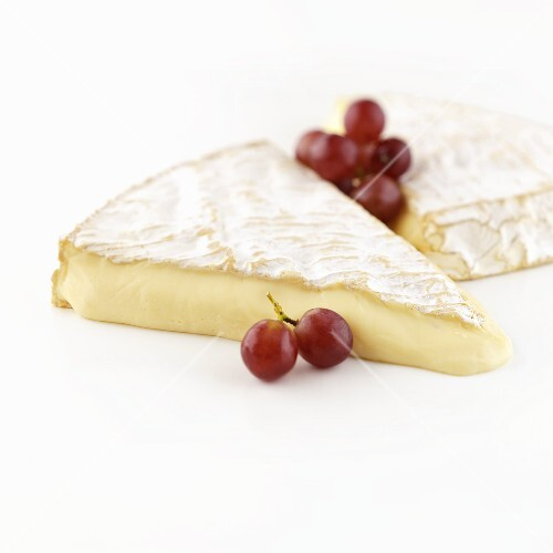 Brie de Meaux cheese with red grapes