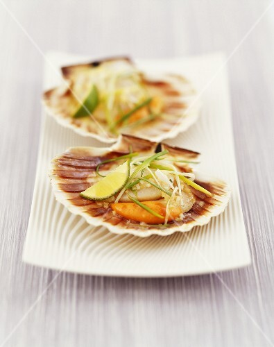 Scallops with spring onions and lime