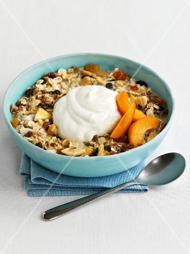 Fruit muesli with yoghurt