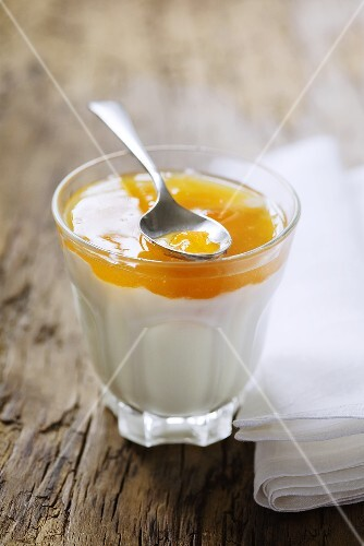 Yoghurt with apricot jam