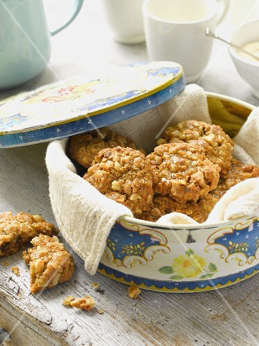 Walnut and honey biscuits
