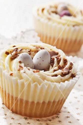 Iced Easter cup cakes