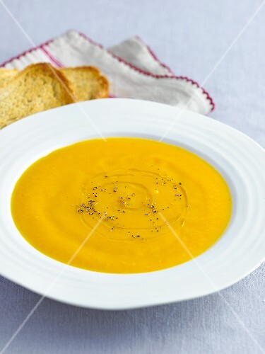 Root vegetable soup with toasted bread