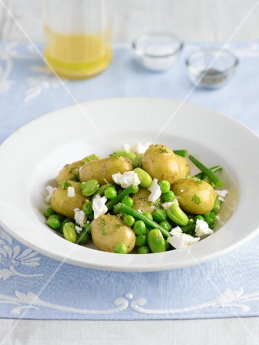 Potato salad with peas, beans and feta
