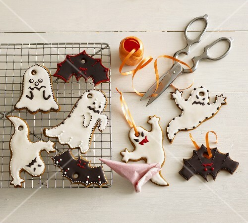 Halloween biscuits, ribbon for hanging, scissors