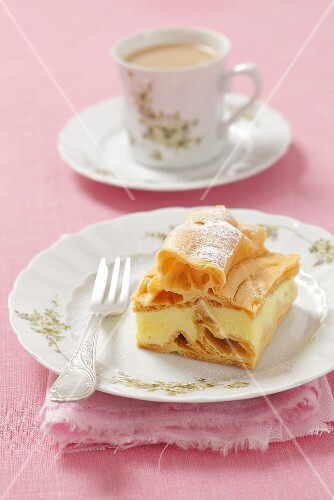 Karpatka (Puff pastry cake with vanilla custard filling, Poland)