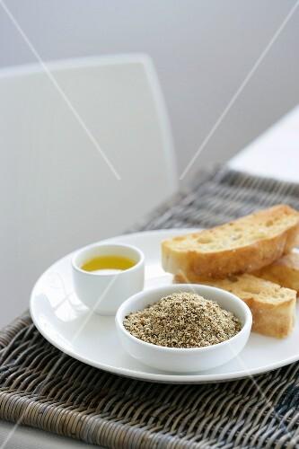 Dukkah (Nuss-Gewürzmischung), Olivenöl und Brot