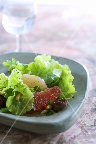 Mixed leaf salad with liver, grape fruit and pine nuts