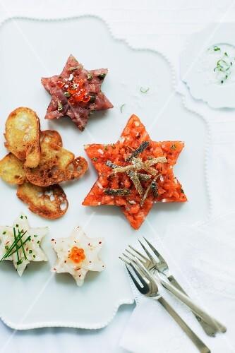 Star shaped fish tartar with salmon, tuna and turbot (Christmas)