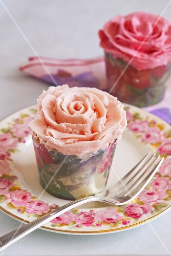 Two rose cupcakes