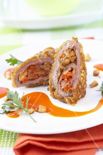 Spring chicken breast filled with pears and vegetables and served with carrot juice