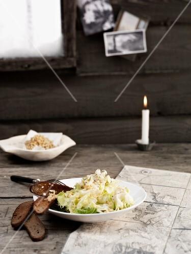 Warm endive salad with crackling