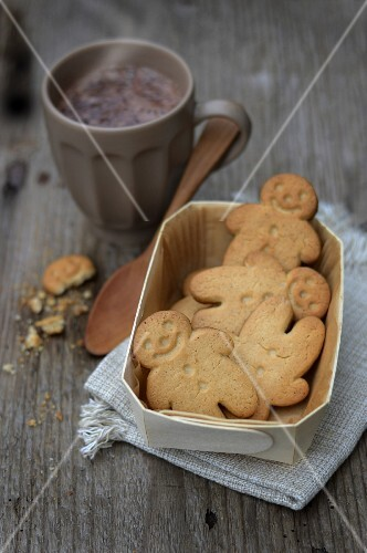 Gingermen biscuits and a cup of chocolate