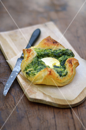 Individual spinach-goat's cheese puff pastry pie