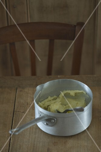 Saucepan of mashed potatoes