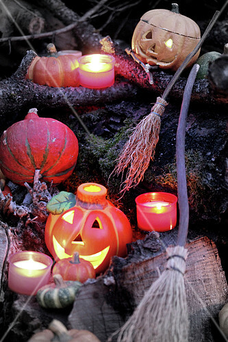 Bougies et balais d'Halloween