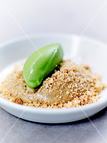 Licorice and mint creamy crumble
