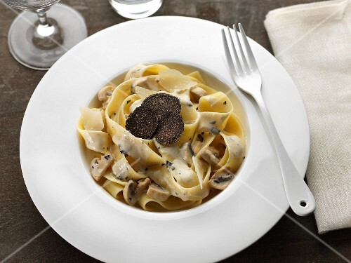 Parpadelle with truffle cream and mushrooms