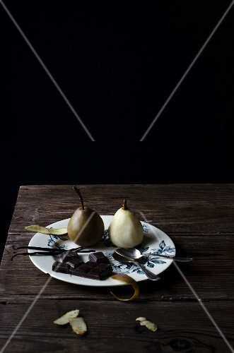 Ingredients for poached pears with chocolate and vanilla