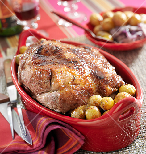 Shoulder of pork with small onions and potatoes