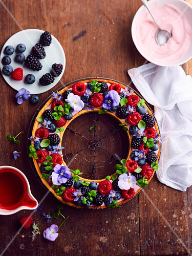 Flowery and fruity crown tart