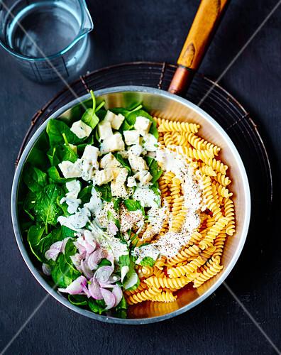 Spinach and gorgonzola fusilli one pot pasta