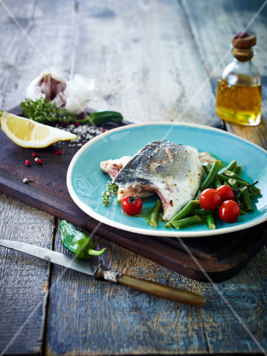 Pan-fried sea bream,green beans and cherry tomatoes with thyme