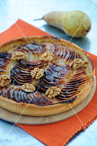Pear and walnut pie