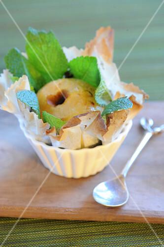 Bratapfel im grünen Minzenest