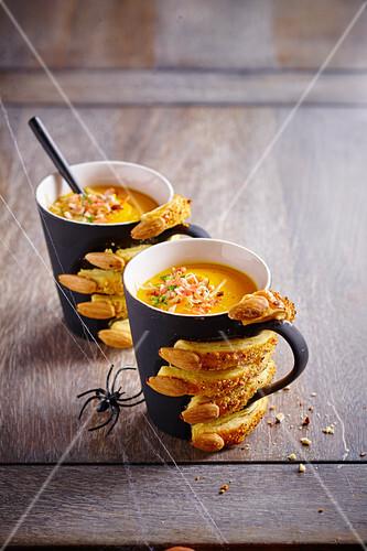 Halloween mugs of pumpkin soup