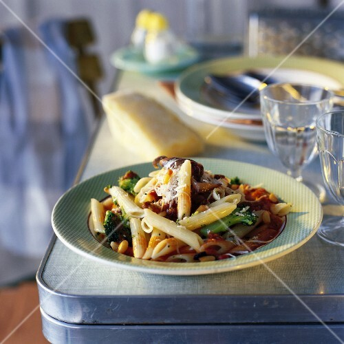 penne pasta with broccoli
