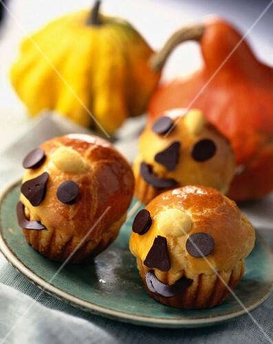 Halloween pumpkin decorated brioche buns