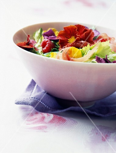 Mesclun with raw ham and pansies