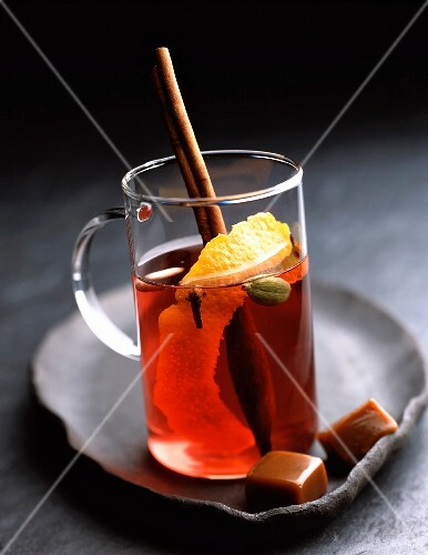 Mulled wine with cinnamon toffee candy