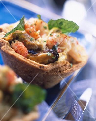 Individual seafood tart