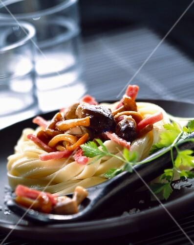 Fettuccine with mushrooms and bacon