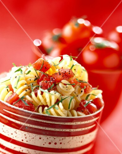 Fusilli with raw tomato