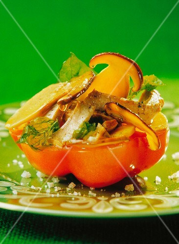 Tomato stuffed with mushrooms