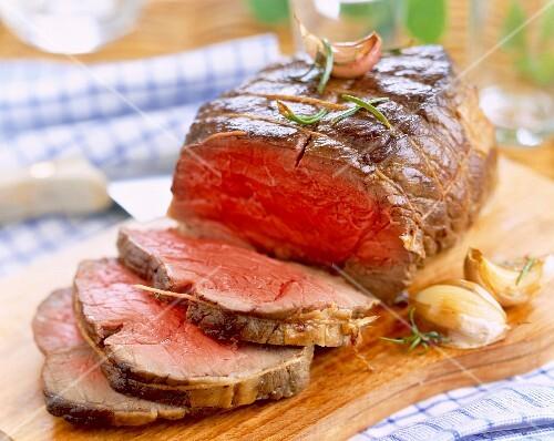 sliced roast beef on chopping board
