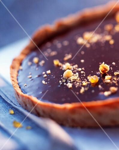 Chocolate tart with caramelized walnuts