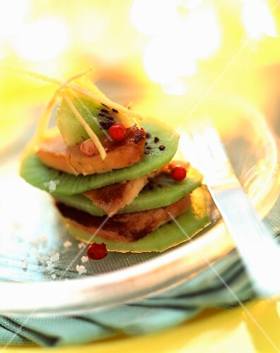 Kiwi and pan-fried foie gras layer