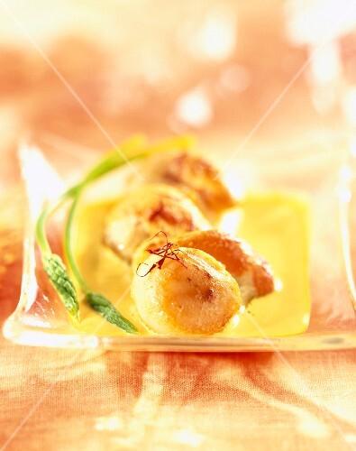 Saffron-flavored scallops