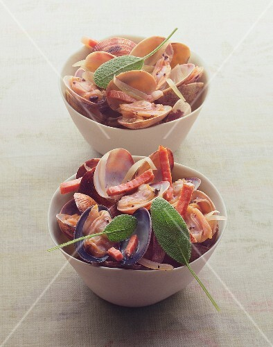 Clams with bacon and sage