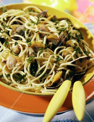 Spaghetti with carpet-shell clams