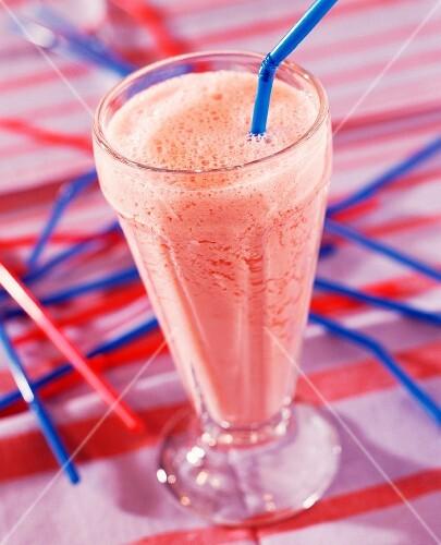 Strawberry milkshake (topic: summer fruits)